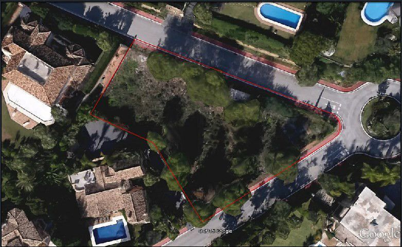 First-class plot for sale in Sierra Blanca in Marbella with sea views