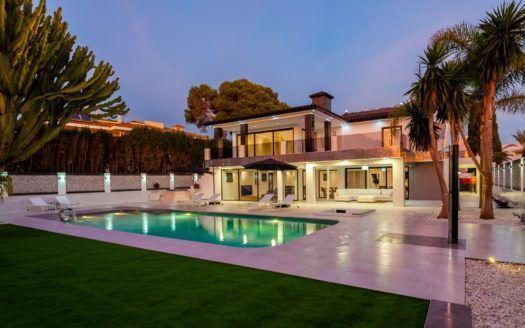 ARFV2050 - Fantastic villa for sale in Los Monteros Playa Marbella