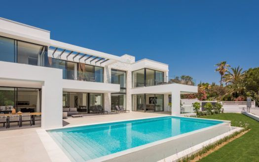 ARFV2105 - Modern luxury villa for sale in beach location in Marbesa in Marbella