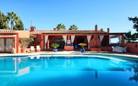 ARFV2027-255 - Perfect Investment - Charming villa for sale on the Golden Mile in Marbella