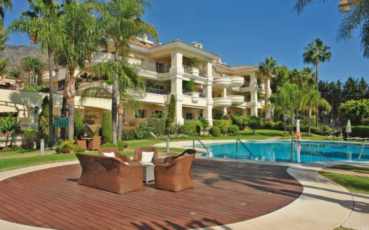 ARFA1294 - Elegant corner penthouse in exclusive luxury residence in Altos Reales in Marbella for sale