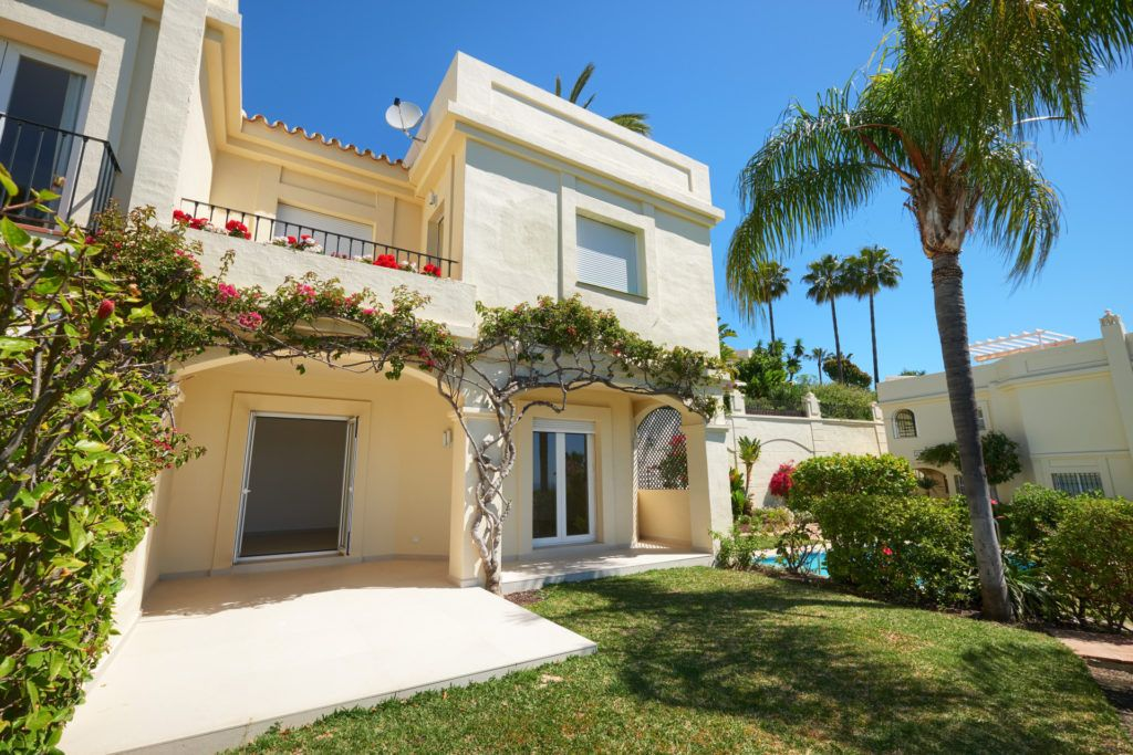 ARFTH163-291 - Refurbished townhouse in La Quinta Hills near Marbella for sale