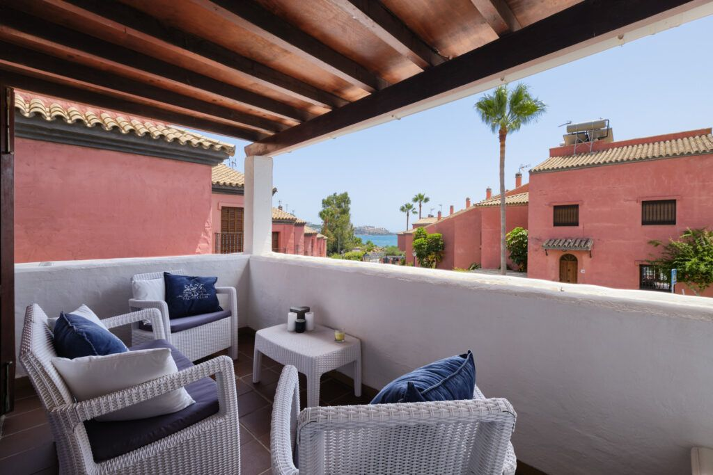 ARFTH166-357 Newly decorated beach townhouse west of Estepona town for sale.