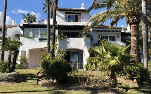 ARFTH126 Townhouse beachfront for sale in Costalita in Estepona